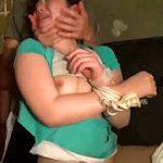 拉致監禁した女性を密室で輪姦する強姦魔たちの容赦無用なリアル映像