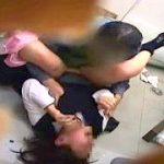 【閲覧注意】万引きした制服JKを強姦してる本物映像をご覧下さい。