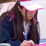 図書館で勉強するテニス部JKを狙い死角で絶頂失禁サイレントレイプ