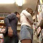 本屋でミニスカ巨乳ギャルに大胆痴漢する潮吹きサイレント中出し強姦