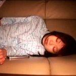 寝てる無防備なパジャマ美少女に性的悪戯する夜這い近親相姦レイプ