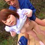巨乳ムッチリ娘を公園の死角へ引きずり込み失禁させる野外中出し強姦