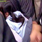 清純JKが満員電車の身動き取れない状況で大胆痴漢される中出し強姦
