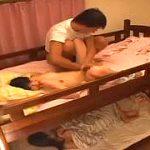 鬼畜性癖な父親が寝てる娘を夜這いして性処理する家庭崩壊レイプ映像