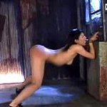監禁拘束された全裸女の美尻に本気鞭打ちする激痛スパンキングレイプ