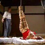 人妻熟女が縄師に緊縛拘束されスパンキング陵辱されるSM鞭打レイプ